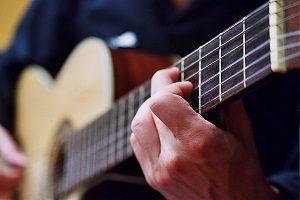 choisir-guitare-classique-pour-debuter