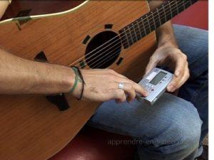 accorder-guitare-ecoute