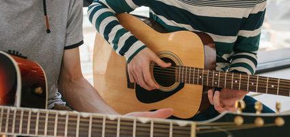 Apprendre la guitare en ligne, c'est possible